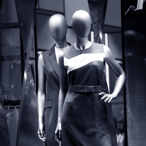 Araras, manequins e acessórios para lojas de roupas
