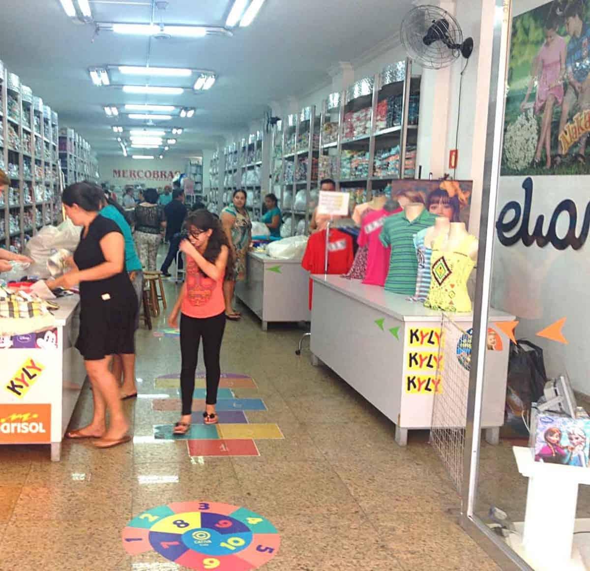 Fornecedores de roupa infantil no Brás