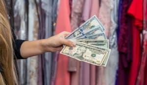 Negócio lucrativo com aluguel de vestidos de festa